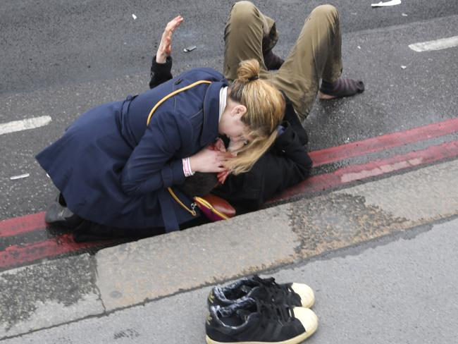 英国遭恐怖袭击-20人受伤,4人死亡